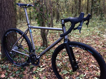 travers-dirti-56cm-titanium